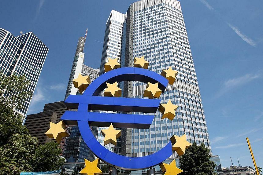 Picture taken on July 3, 2014 shows the logo of the European Euro currency standing in front of the European Central Bank (ECB) in Frankfurt am Main, western Germany.A group of professors has lodged a complaint with Germany's Constitutional Cou