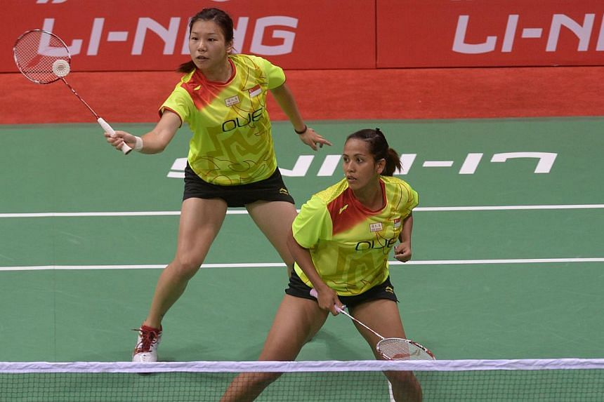 Despite the best efforts of top local women's pair Yao Lei (L) and Shinta Mulia Sari, Singapore succumbed 3-2 to rivals Malaysia in an epic Commonwealth Games badminton team semi-final on Sunday. -- PHOTO: AFP