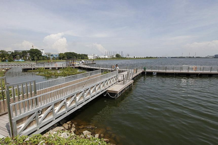 The fishing and viewing deck at Pandan Reservoir. Hundreds of dead fish have been removed from Pandan Reservoir over the past few days by the authorities, and the clean-up was still ongoing yesterday afternoon. -- PHOTO: PUB