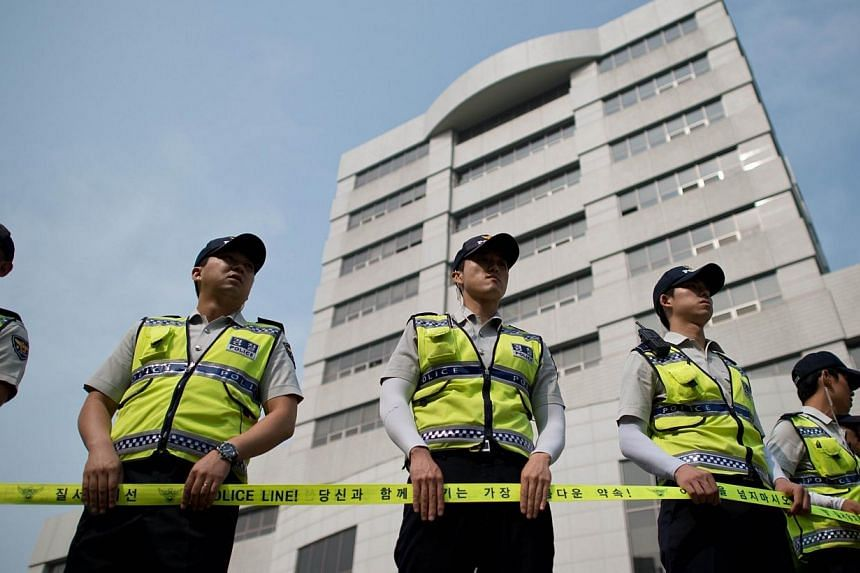 Policemen stand outside the Ansan branch of the Suwon District Court, in Ansan on July 28, 2014.Teenaged student survivors of South Korea's ferry disaster began giving video testimony under tight security on Monday in the murder trial of the ve