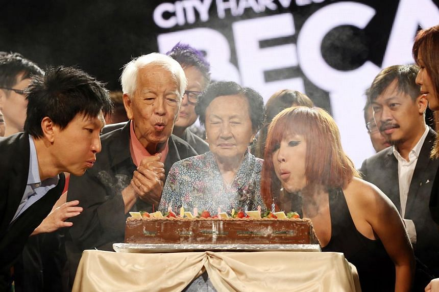 City Harvest Church Founder Kong Hee (left), his parents and wife Ho Yeow Sun blowing out candles to celebrate the church's 25th anniversary during Sunday morning service at Suntec City Convention Hall. -- ST PHOTO: SEAH KWANG PENG