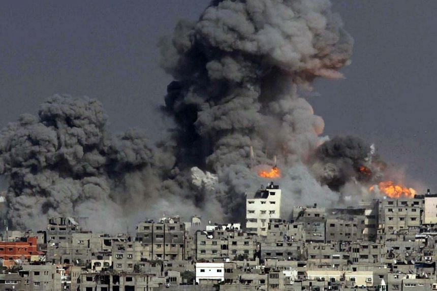 Heavy smoke and fire billow following an Israeli military strike in Gaza City on July 29, 2014. -- PHOTO: AFP