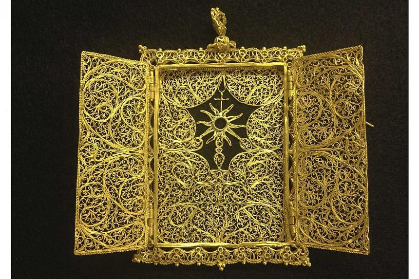A high karat gold Pyx which was believed to have been hand crafted in the late 1600's - early 1700's for transporting a Eucharist (communion wafer) is seen in an undated handout photo from 1715 Fleet-Queen's Jewels. -- PHOTO: REUTERS