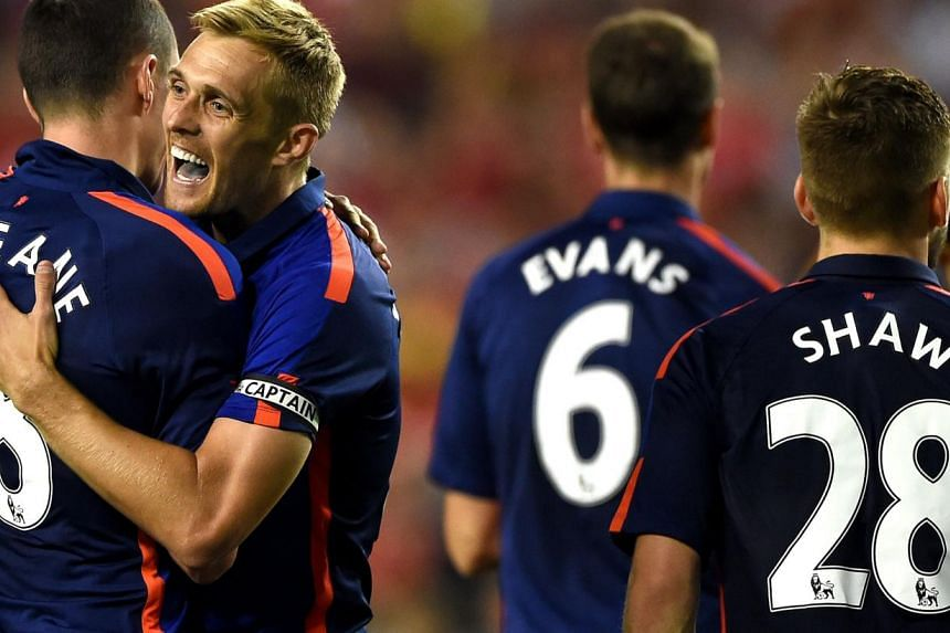 Darren Fletcher, of Manchester United, celebrates with teammates after scoring the game-winning goal in a penalty shootout against Inter Milan during their match in the International Champions Cup 2014 at FedExField in Landover, Maryland. -- PHOTO: A