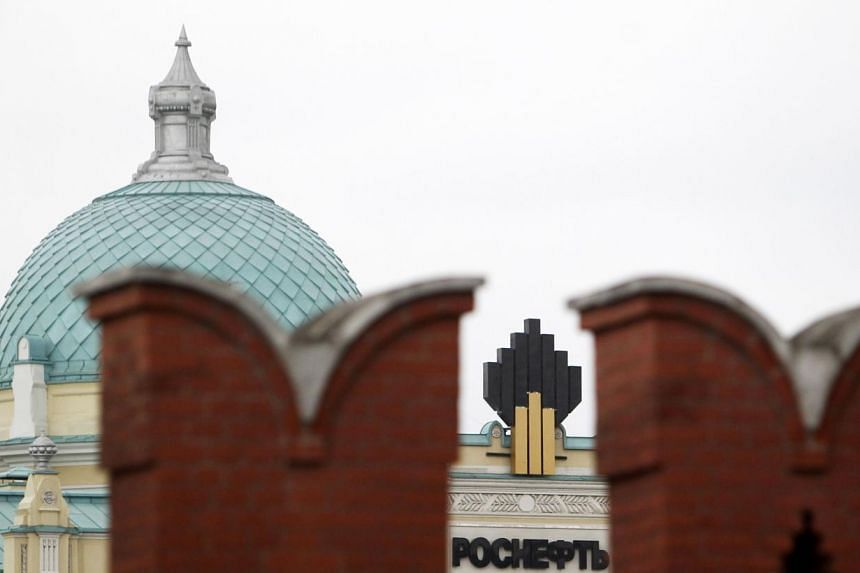 The logo of Russia's top crude producer Rosneft is seen at the company's headquarters, behind the Kremlin wall, in central Moscow May 27, 2013.Oil accounts for 40 percent of state revenues in Russia and its price will be a source of worry for P