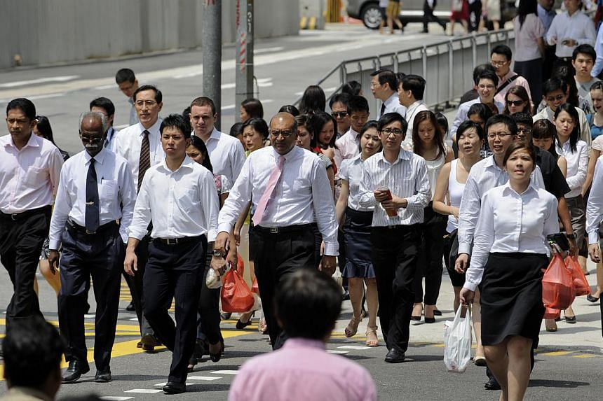 The Manpower Ministry (MOM) has set up a new department to probe complaints that bosses prefer foreigners instead of Singaporeans. -- PHOTO: ST FILE
