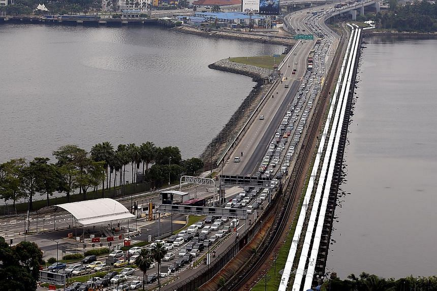 Vehicles heading to Singapore caught in a traffic jam on the Causeway on 28 July 2014. Four bus services to Johor Bahru have resumed after they were earlier stopped due to Malaysian buses blocking traffic at the Causeway. -- PHOTO: ST FILE