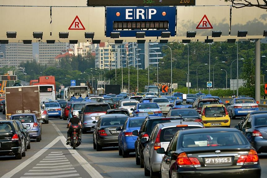 Vehicles heading towards the Electronic Road Pricing (ERP) gantry at Havelock Road on 12 June 2014. -- PHOTO: LIM YAOHUI