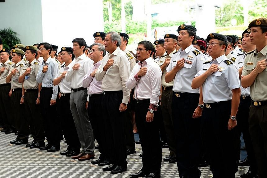 Minister for Defence Dr Ng Eng Hen leading personnel from Mindef and the SAF in the recitation of the National Pledge at a ceremony celebrating Singapore's 49th birthday on Aug 8, 2014. -- PHOTO: MINDEF