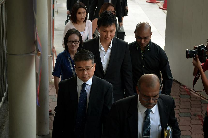 Kong Hee (centre) arriving at the State Courts on Aug 11, 2014. -- ST PHOTO: KUA CHEE SIONG