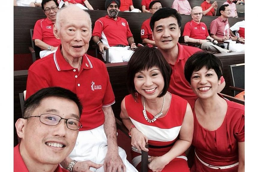 Selfie taken by Mr Teo Ser Luck,Minister of State at the Ministry of Trade and Industry, with (Left to right)former Prime Minister Lee Kuan Yew, Dr Amy Khor,Senior Minister of State, Ministry of Health, Mr Heng Chee How,Senior