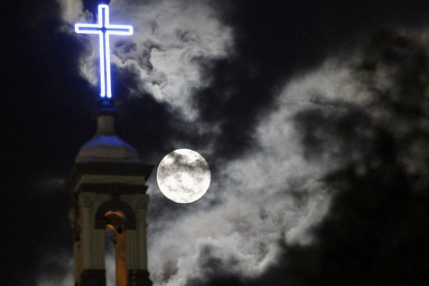 A supermoon rises over the dome of the Metropolitan Cathedral in Monterrey. -- PHOTO: REUTERS