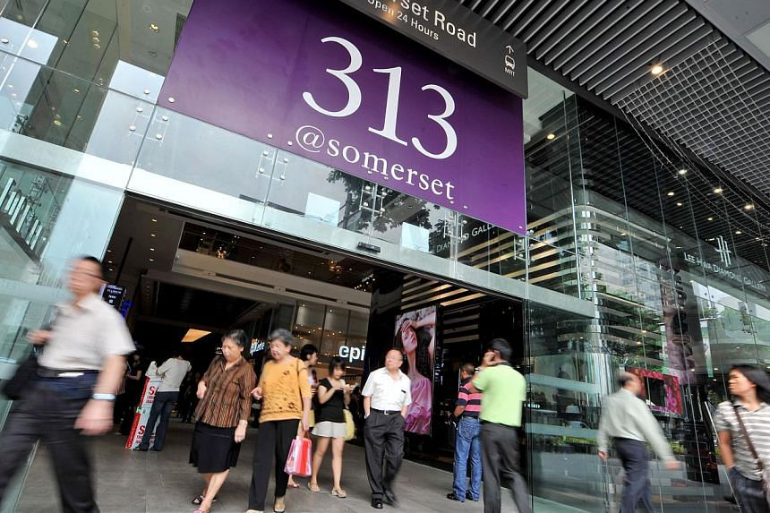 Orchard Road mall 313@somerset could soon roll out an option for shoppers to receive personalised deals - based on individual shopping patterns - on their phones. -- ST PHOTO: NG SOR LUAN