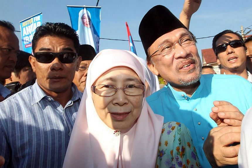 Dr Wan Azizah Wan Ismail, with her husband Anwar Ibrahim, at the nomination centre in Bangi on 11 March 2014 to file her nomination papers for the Kajang by-election. -- PHOTO: THE STAR