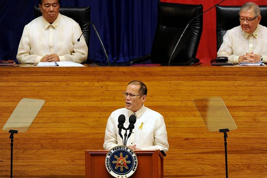 Philippine President Benigno Aquino (centre) delivers his 5th annual State of the Nation address (SONA) before the annual joint session of 16th Congress in Manila on July 28, 2014 as Senate President Franklin Drilon (left) and House of Representative