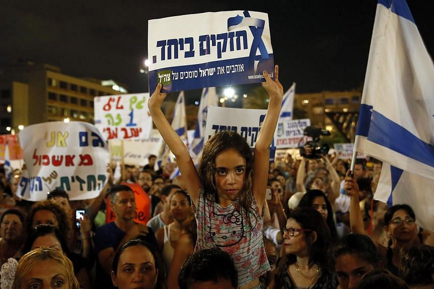 Israelis gather during a protest calling on the government and the army to end Palestinian rocket attacks from Gaza once and for all, in the Mediterranean city of Tel Aviv on August 14, 2014. Organisers said the rally united people across Israel's of