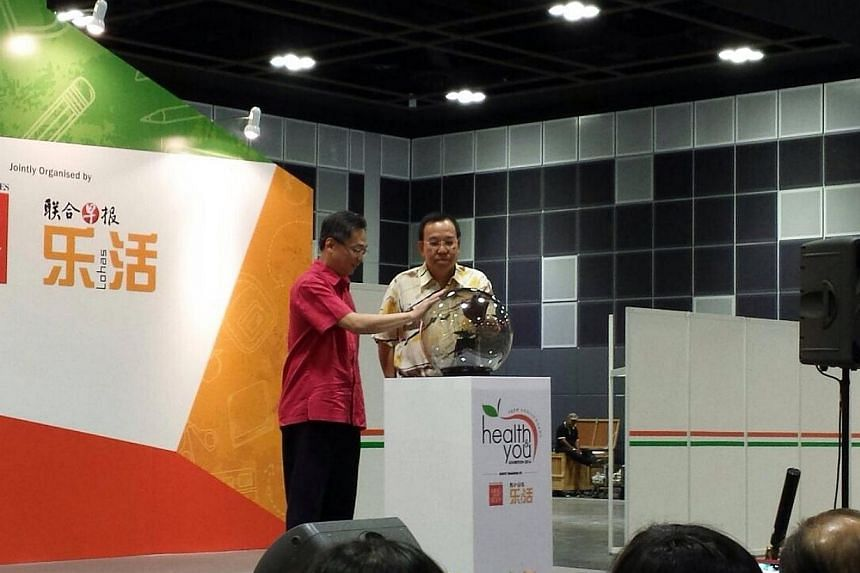 Guest-of-honour, health minister Gan Kim Yong opens this weekend's Health & You exhibition. -- ST PHOTO: JOAN CHEW