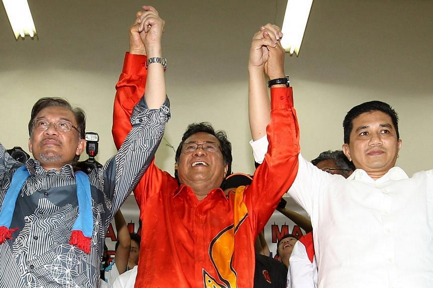 Khalid Ibrahim (centre) with opposition chief Anwar Ibrahim (left) and PKR's Selangor chief Azmin Ali (right) at a political rally earlier in February. -- PHOTO: SIN CHEW DAILY/ASIA NEWS NETWORK