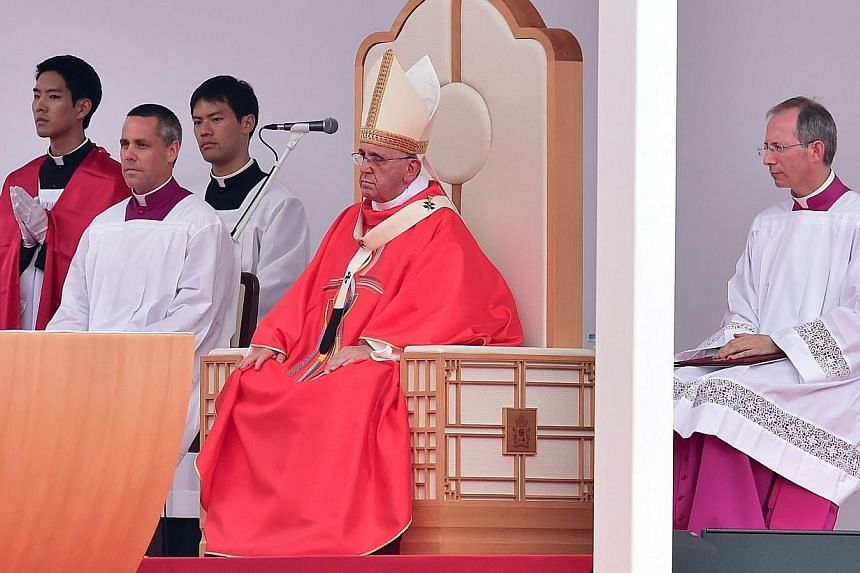 Pope Francis (centre) takes part in a vast open-air mass at Gwanghwamun Square in Seoul on Aug 16, 2014. -- PHOTO: AFP