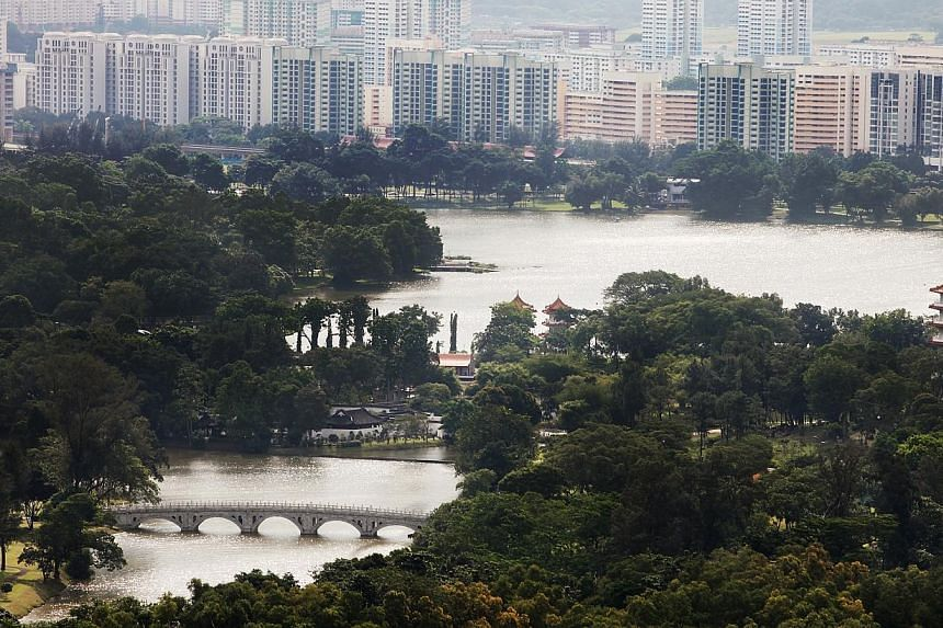 A view of the Jurong Lake and its vicinity. A new Jurong Lake Gardens will be created in western Singapore by combining the existing Japanese Garden, Chinese Garden and Jurong Lake Park, said Prime Minister Lee Hsien Loong. -- ST PHOTO: SAM CHIN