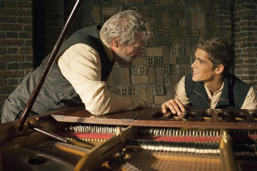 Teenager Brenton Thwaites (right) is the receiver of memories from The Giver (Jeff Bridges, left). -- PHOTO: GOLDEN VILLAGE