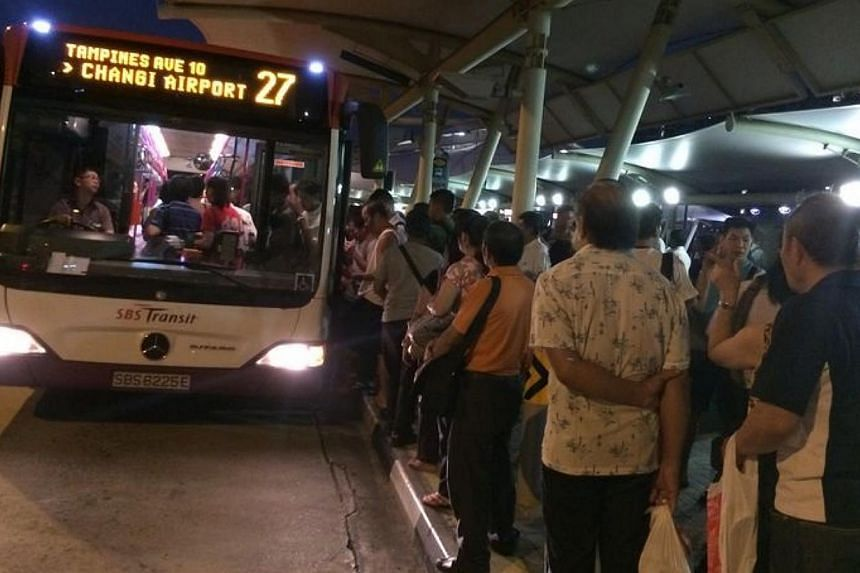 The crowds at Buangkok station on Aug 21 morning waiting to board shuttle buses. -- PHOTO:QUEK SUAN SHIAU