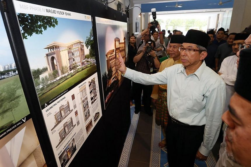 Minister-in-charge of Muslim Affairs Yaacob Ibrahim unveils the design for the new Yusof Ishak Mosque on Friday, Aug 22, 2014. -- ST PHOTO: SEAH KWANG PENG