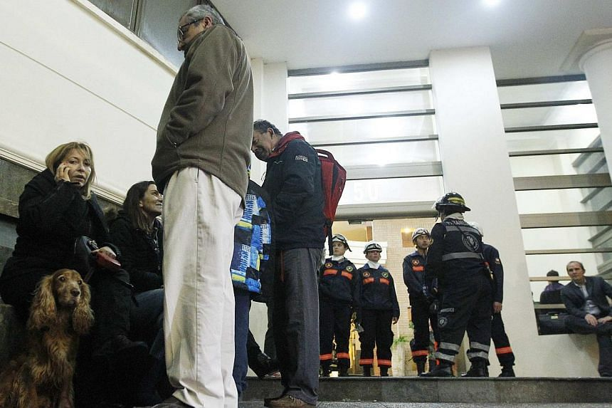 Residents stay on the top floor of their building during a vertical evacuation after an earthquake hit Chile's central zone in Vina del Mar city, northwest of Santiago, on Aug 23, 2014. -- PHOTO: REUTERS