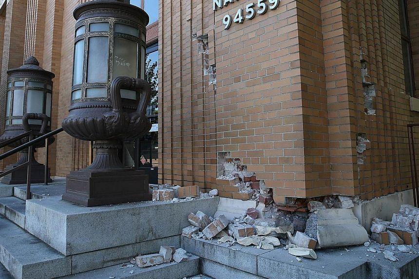 Structural damage is visible at the Napa post office following a reported 6.0 earthquake in Napa, California on August 24, 2014. -- PHOTO: AFP