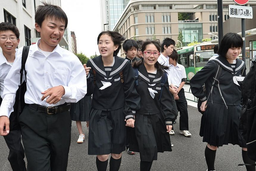 Children who spend more than four hours a day on their mobile phone perform significantly worse in school tests than those who are limited to just 30 minutes, a Japanese government survey has found. -- PHOTO: ST FILE