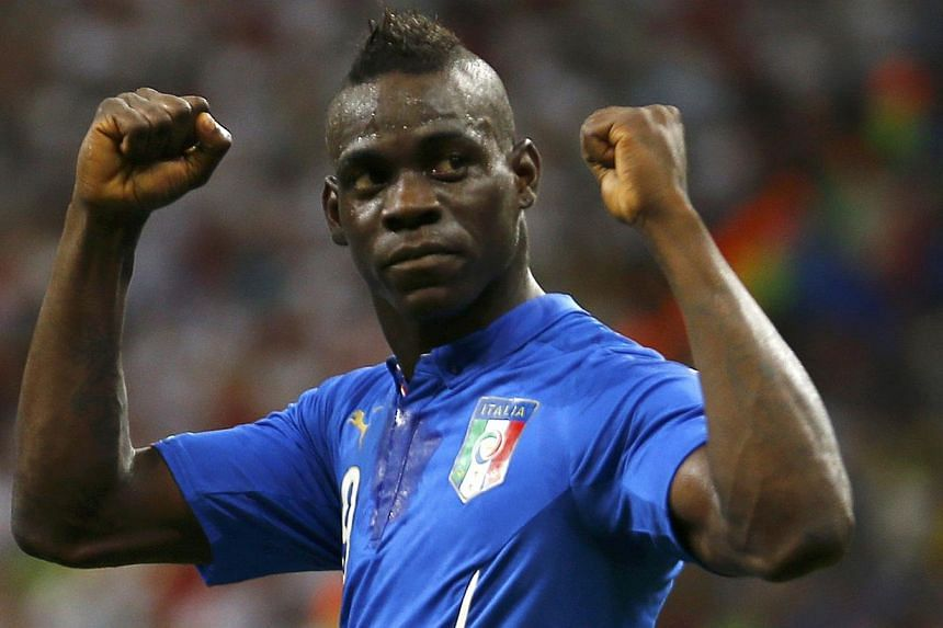 Italy's Mario Balotelli celebrates after scoring a goal past England's goalkeeper Joe Hart during their 2014 World Cup Group D soccer match at the Amazonia arena in Manaus on June 14, 2014. -- PHOTO: REUTERS