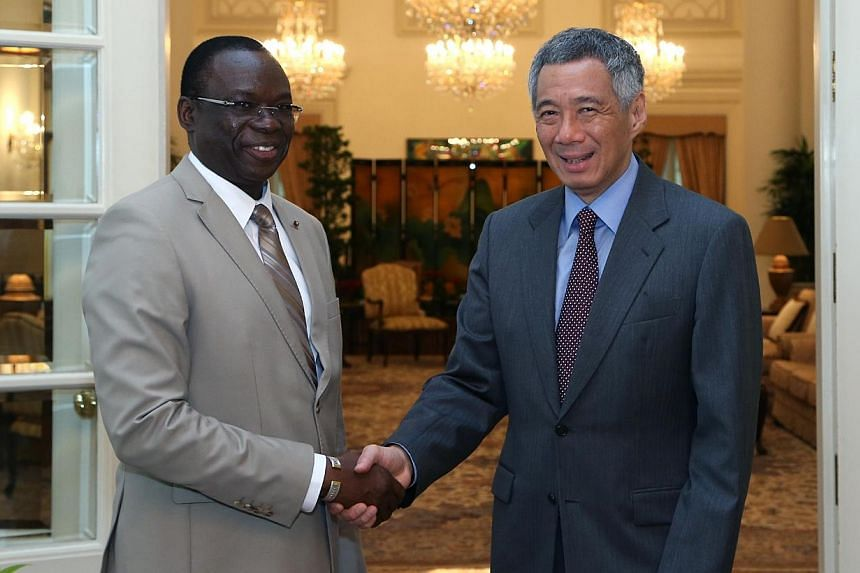 Prime Minister of Burkino Faso, Beyon Luc Adolphe Tiao (left), called on Prime Minister Lee Hsien Loong on Aug 27, 2014 at the Istana. -- PHOTO: MINISTRY OF COMMUNICATIONS AND INFORMATION