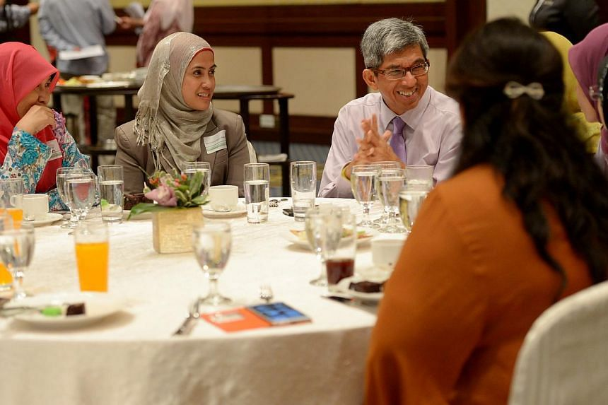 Minister Dr Yaacob Ibrahim hosting lunch for about 200 Malay/Muslim professionals at Swissotel Merchant Court. -- BH PHOTO:TUKIMAN WARJI