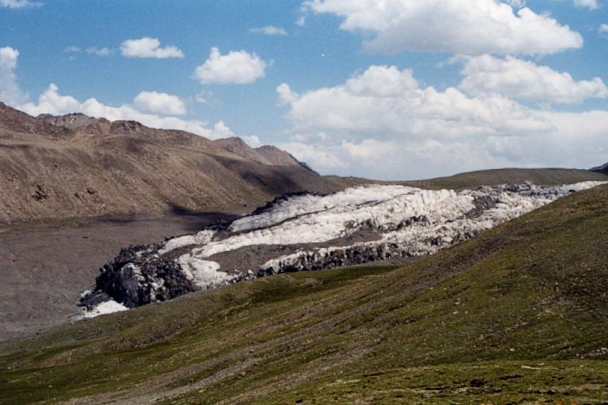 Glaciers in the Animaqin Mountains in the source area of the Yellow River are shrinking. -- PHOTO: LIU SHIYIN/ASIA NEWS NETWORK