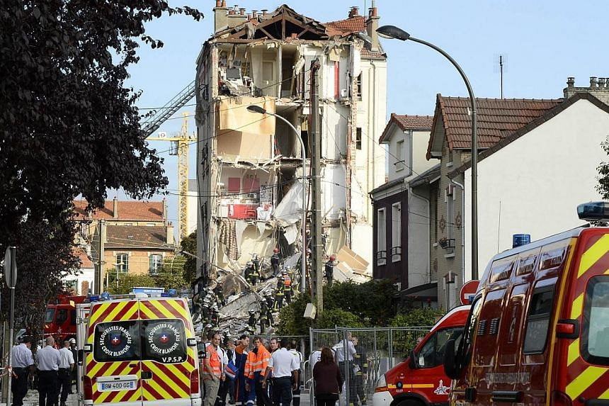 French rescue workers and firefighters inspect the site where a four-storey residential building collapsed following a blast in Rosny-sous-Bois in the eastern suburbs of Paris on Aug 31, 2014.-- PHOTO: AFP