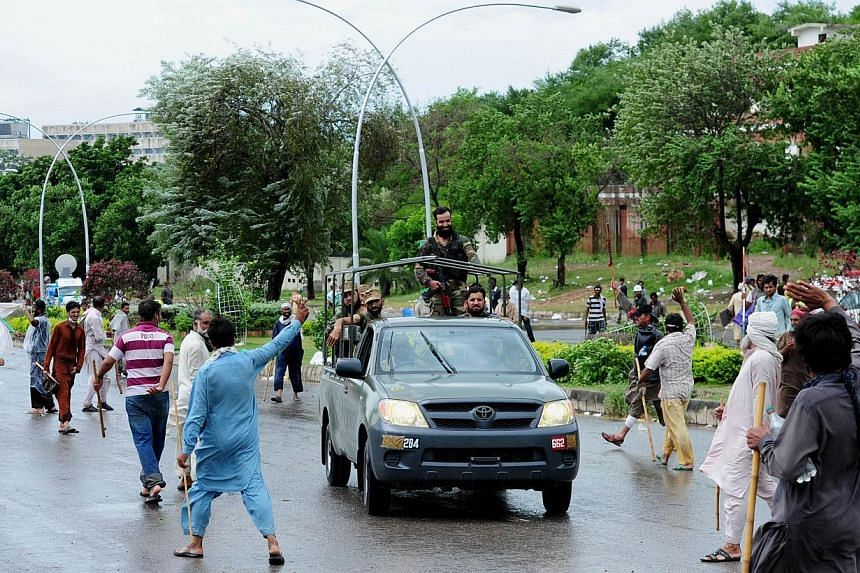 Pakistani army soliders arrive during clashes between opposition protesters and police near the prime minister's residence in Islamabad on Sept 1, 2014. -- PHOTO: AFP