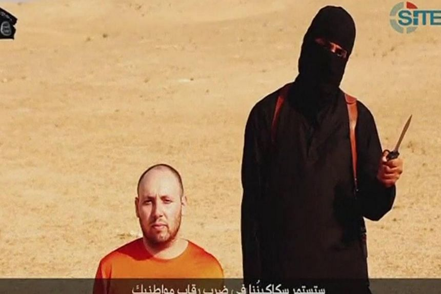 A video purportedly showing US journalist Steven Sotloff kneeling next to a masked Islamic State fighter holding a knife in a video released by the Islamic State of Iraq and Syria (ISIS) onSept 2, 2014.Mr Sotloff, who was beheaded by ISIS
