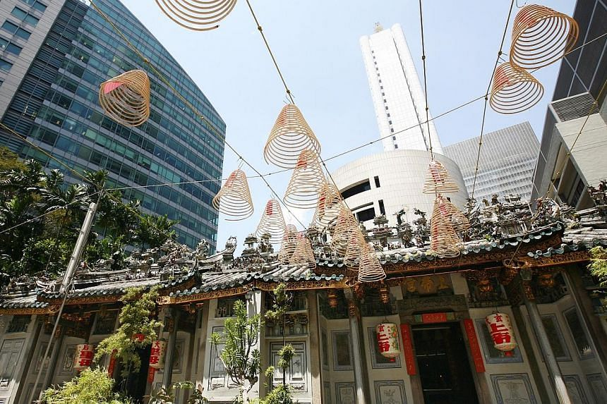 The Yueh Hai Ching Temple in Raffles Place before its restoration. -- PHOTO: ST FILE