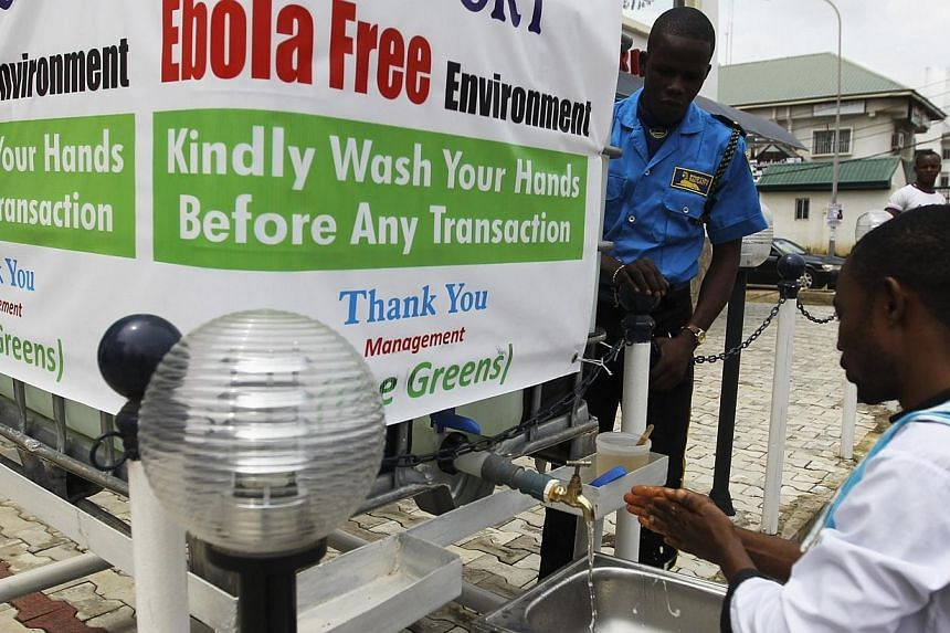 A man washes his hands at a tap outside the Green Pharmacy, Area 8, in Abuja, Sept 1, 2014.Nigerian authorities are monitoring nearly 400 people for signs of Ebola after they came in contact with a Port Harcourt doctor who died of the disease b