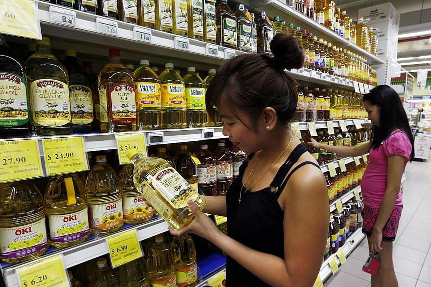 Supermarket chain operator Sheng Siong is placing out $80.4 million worth of new shares to fund its expansion plans here. -- PHOTO: ST FILE