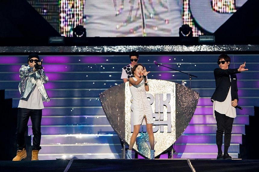 G Family Concert in Seoul, collaborative stage, between 2NE1's Dara (middle in white) and hip-hop trio Epik High.-- PHOTO:YG ENTERTAINMENT AND LIVE NATION KOREA
