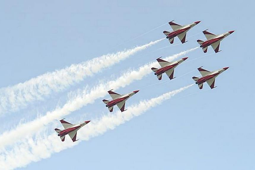 One of the aerial manoeuvres performed by the Republic of Singapore Air Force (RSAF) Black Knights team during a media preview for Singapore Airshow 2014 is the spear formation where six Black Knights reposition themselves with four jets forming the