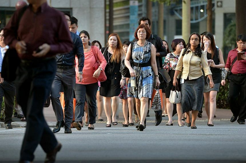 Office workers in the central business district (CBD). -- PHOTO: ST FILE