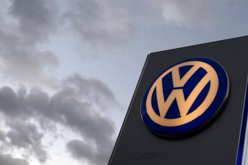 The logo of German carmaker Volkswagen at a VW dealership in Hamburg, in this Oct 28, 2013 file photo. Volkswagen is slashing car production at its plant in Kaluga, Russia, in face of a weakening rouble and declining real wages, a German industr