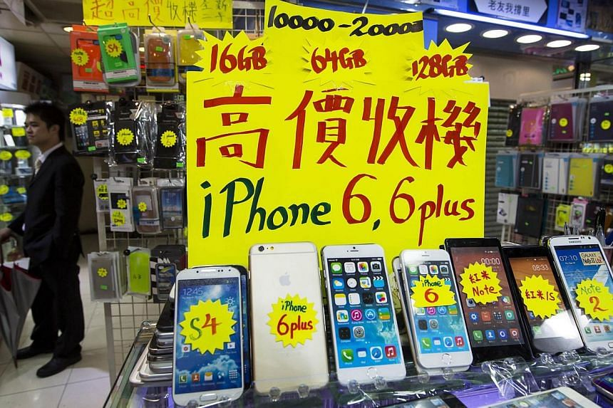 A sign shows the prices of new Apple iPhone 6 and 6 Plus, higher than the official retail prices, next to dummies of the phones, at a mall selling smartphones in Hong Kong on Sept 12, 2014.The likely delayed launch of Apple Inc's new iPhone 6 i