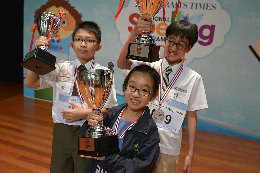 Winner Nicole Lim, flanked by second runner-up Kua Le Yi (left) of Catholic High School and first runner-up Thomas Ang of St Joseph's Institution Junior. -- ST PHOTO: KUA CHEE SIONG