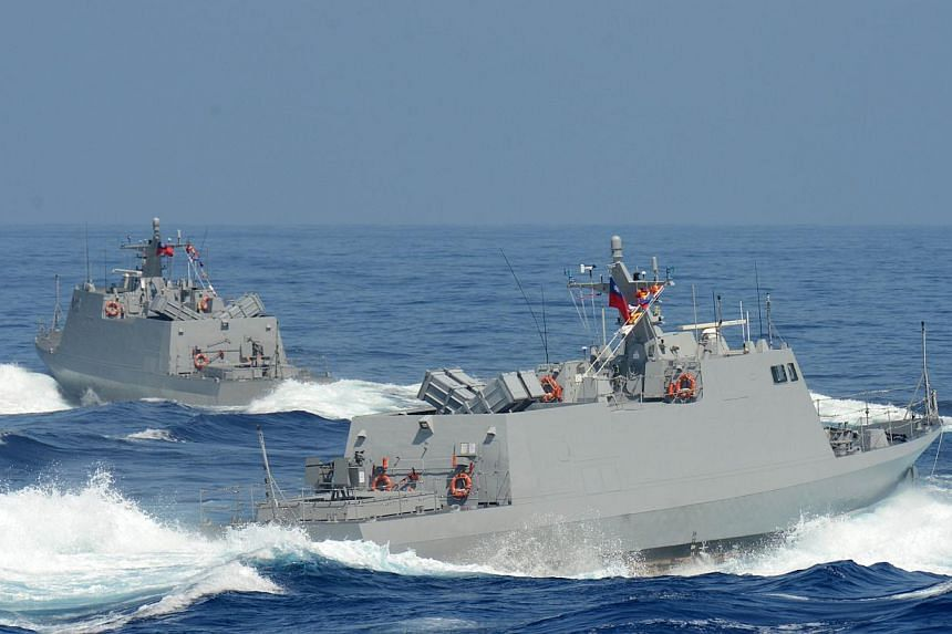 Two Taiwan-made Kuang Hua six speed boats patrol during the Hang Kuang drill on the sea near eastern Hualien on September 17, 2014.-- PHOTO: AFP