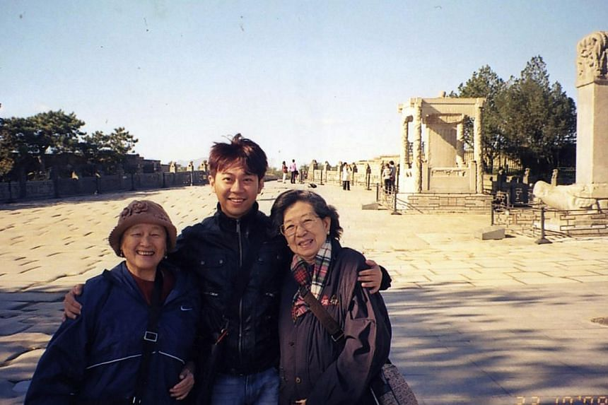 (From left) Madam Chung Khin Chun, Mr Yang Yin, Madam Chang Phie Chinat the Marco Polo Bridge in Beijing on Oct 23, 2008. Mr Yang was called in by the police and Immigration Checkpoints Authority (ICA) for an interview on Tuesday.-- PHOTO