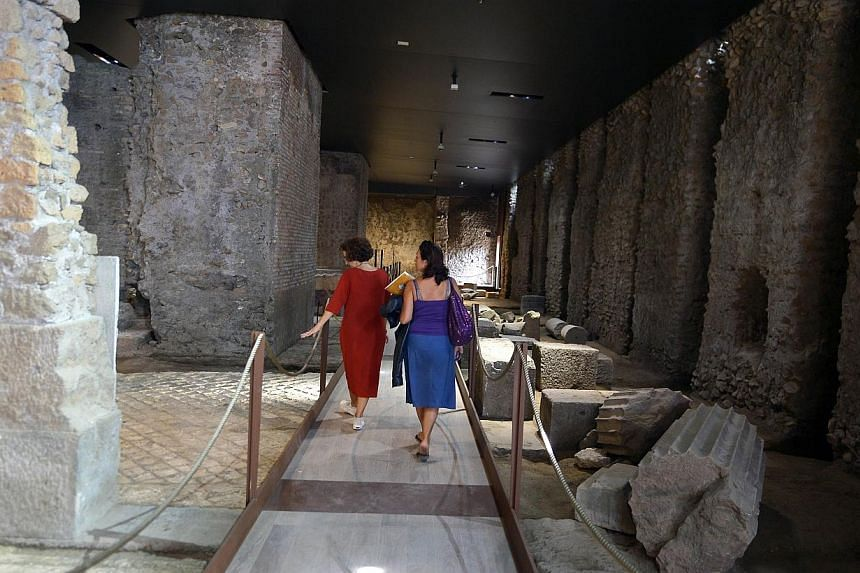 Journalists visit a room at the House of Augustus on the Palatine hill in Rome on Sept 17, 2014.Lavishly frescoed rooms in the houses of the Roman Emperor Augustus and his wife Livia are opening for the first time to the public Thursday, after