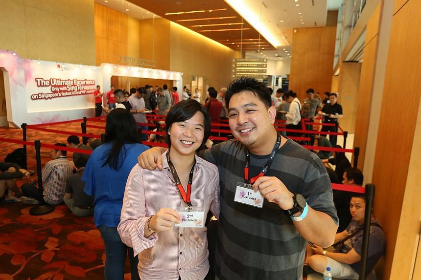 Jessica Koh, 26, (left) and Justin Chow, 28, were the first two in line at SingTel's iPhone 6 and iPhone 6 Plus launch event on Friday. --PHOTO: EDWARD TEO FOR THE STRAITS TIMES
